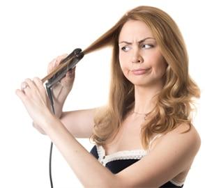 Föhnen und Glätten bei trockenem Haar